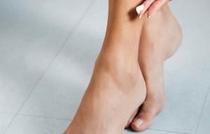 Cách trị sẹo thâm ở chân lâu năm bằng New Elight có triệt để không?