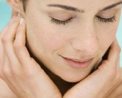 Bật mí một số cách phòng tránh và trị sẹo lõm tại nhà