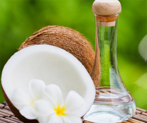 """Dầu dừa """"thần dược"""" trị sẹo mụn hiệu quả từ thiên nhiên"""