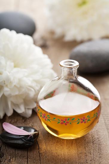 Tinh dầu tầm xuân giúp làm lành sẹo và tái tạo bề mặt da
