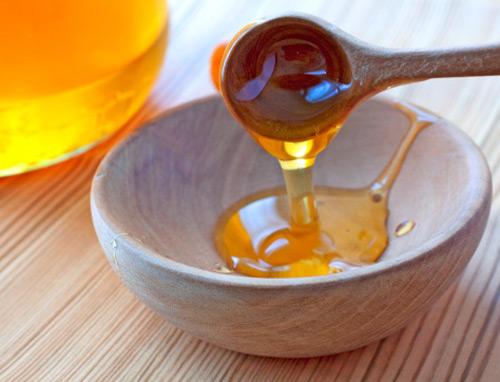 Đắp mặt nạ trị sẹo rỗ bằng mật ong và khoai tây
