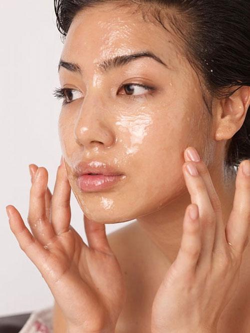 Mùa khô hanh chăm sóc làn da bị sẹo mụn thế nào? 3