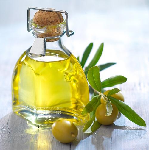 Massage trị sẹo thâm với tinh dầu oliu 1