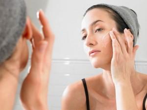 Sử dụng kem trị sẹo rỗ ở mặt như thế nào đúng cách?