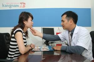 Bác sĩ tư vấn lăn kim trị sẹo rỗ