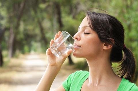 Uống đủ nước là cách làm liền sẹo nhanh và khoa học
